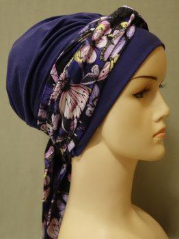 Fioletowa chusta z dekoracją w motyle - modny wzór