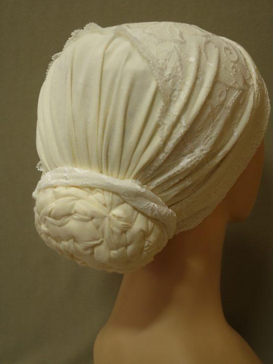 Waniliowy turban z koronką