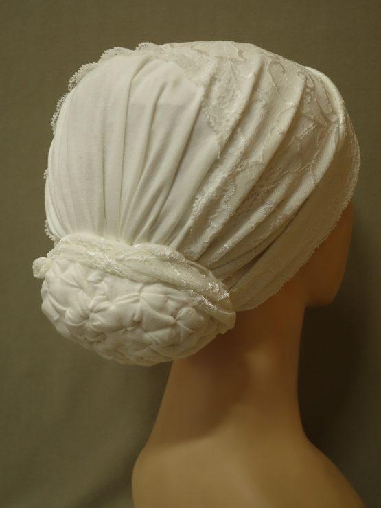 Biały turban z koronką