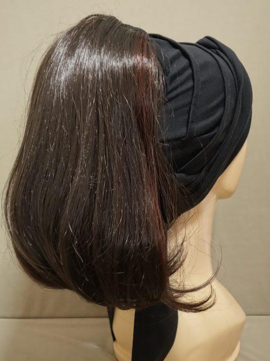 Włosy półdługie ciemny brąz z refleksami na opasce w kolorze czarnym
