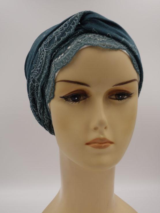 Szmaragdowy turban z koronką i dekoracją