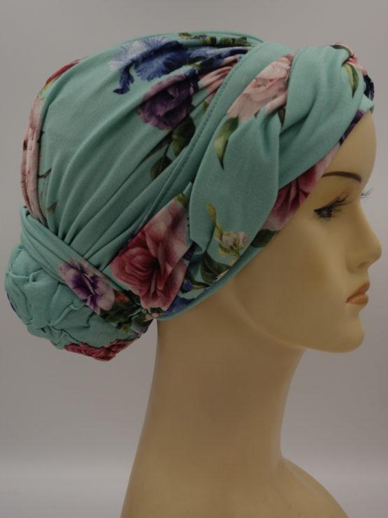 Miętowy turban w kwiaty, drapowany, z plecioną dekoracją
