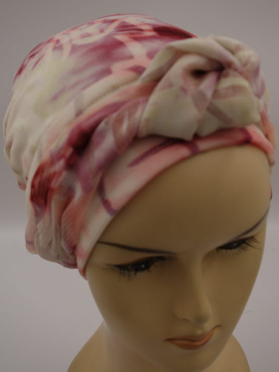 Koronkowy turban w pastelowe wzory, z dekoracją