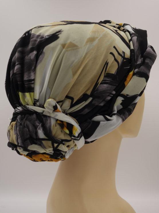 Wzorzysty turban z dekoracją