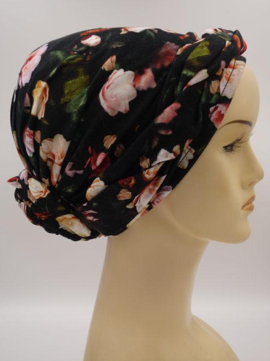 Turban w kolorowe kwiaty z dekoracją