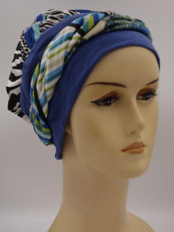 Niebieska chusta w kolorowe wzory - modny wzór - z dekoracją