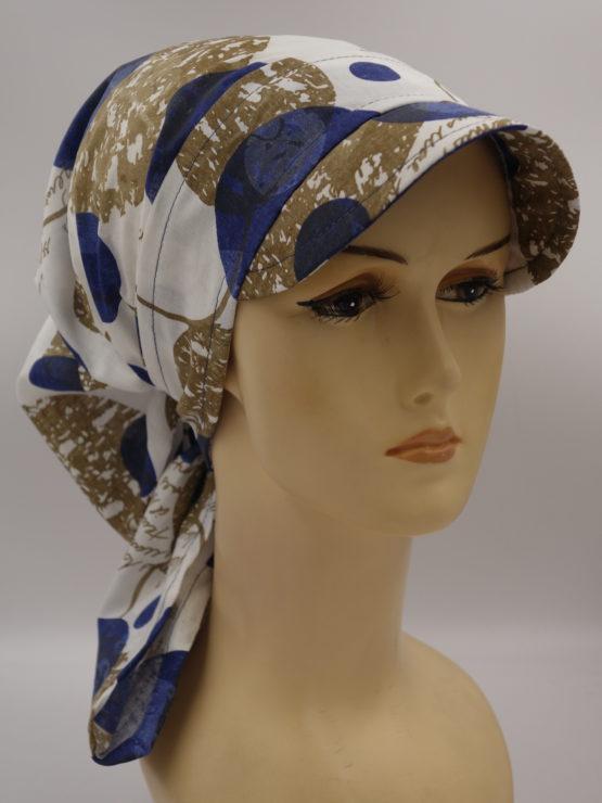 Biała chusta w niebiesko-kawowe wzory - modny wzór - z daszkiem