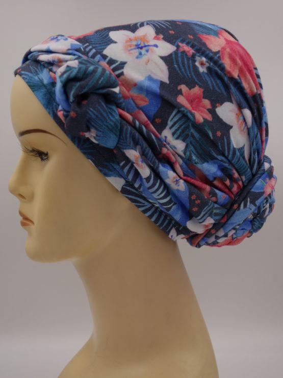 Niebieski turban w kwiaty z dekoracją