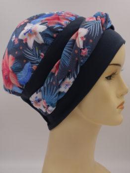 Grafitowa modna czapka w kolorowe kwiaty - z dekoracją