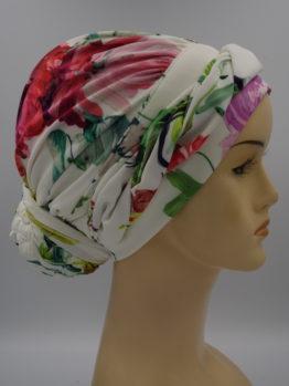 Kolorowy turban w kwiaty z plecioną dekoracją