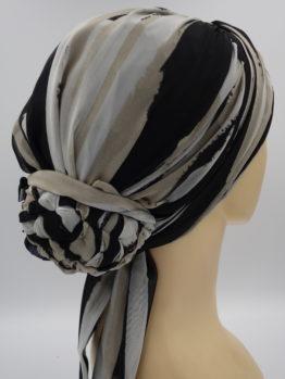 Beżowo-czarny turban we wzory z dekoracją