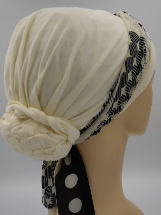 Waniliowy turban z dekoracją