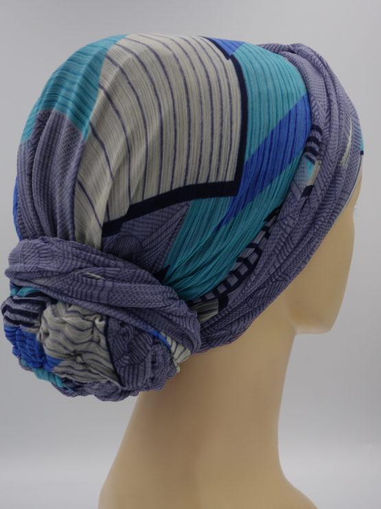 Niebieski turban w geometryczne wzory