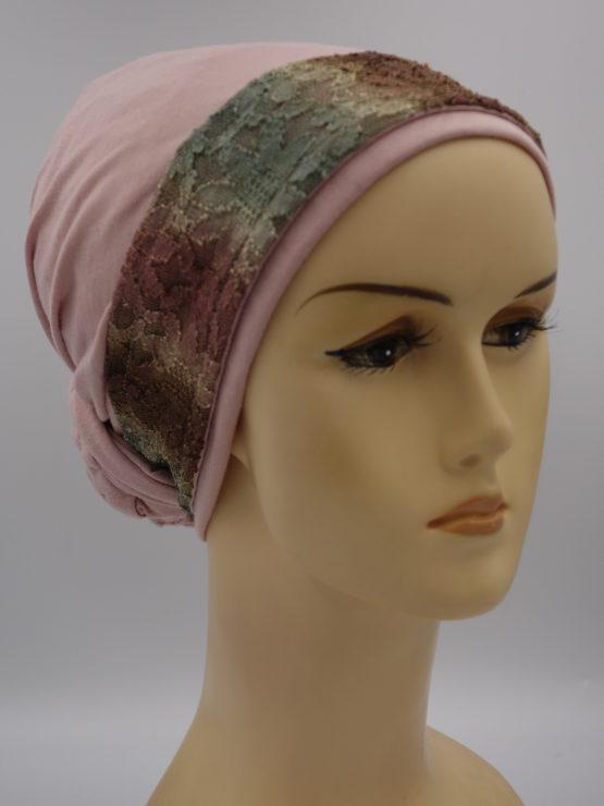 Pudrowy róż turban z dekoracją
