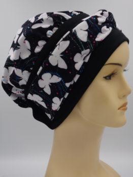 Czarna modna czapka w motyle