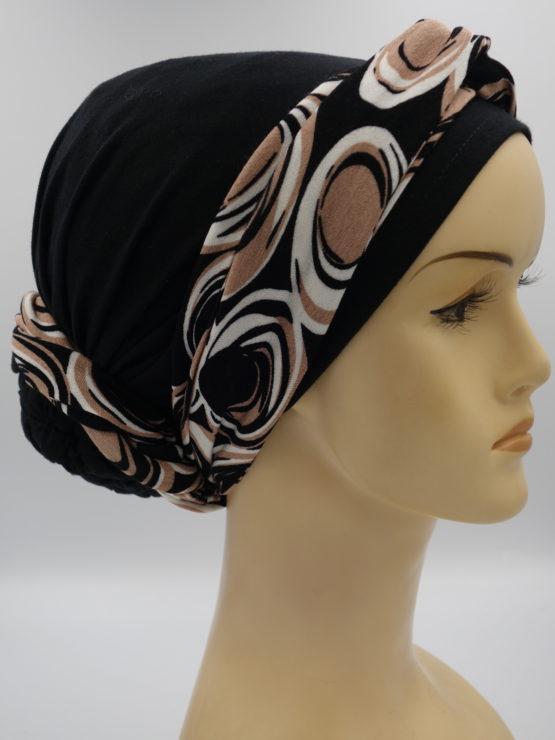Czarny turban z wzorzystą dekoracją