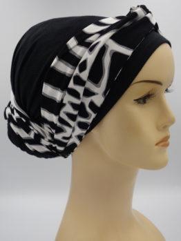 Czarny turban ze wzorzystą dekoracją