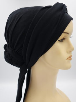 Czarny turban z dekoracją