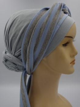 Popielaty turban z dekoracją